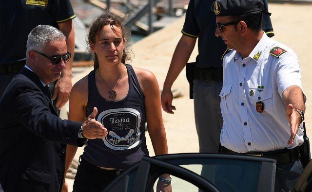 Zaradi reševanja življenj ji je grozilo deset let zaporne kazni. FOTO: Reuters