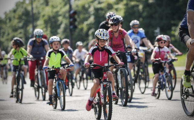Družinsko kolesarjenje na maratonu Franja. Foto: Uroš Hočevar