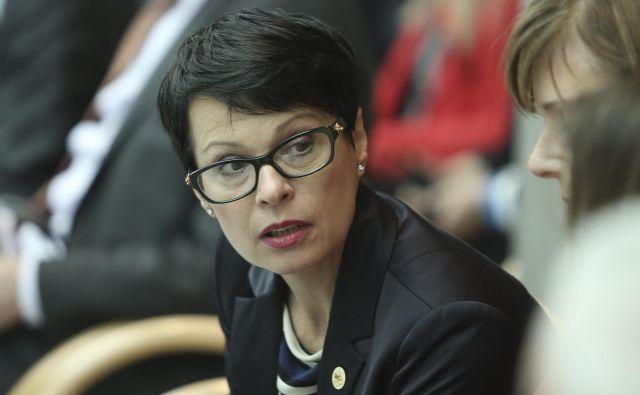 Alenka Bratušek bi na položaju slovenske komisarke rada videla Marto Kos, ki je v preteklosti delala z novo predsednico evropske komisije. FOTO: Jože Suhadolnik/Delo