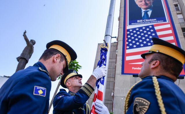 Tirana stavi na ZDA tako kot Priština, kjer so kosovske varnostne sile in državni vrh obeležili tudi ameriški dan neodvisnosti. FOTO: Armend Nimani/AFP