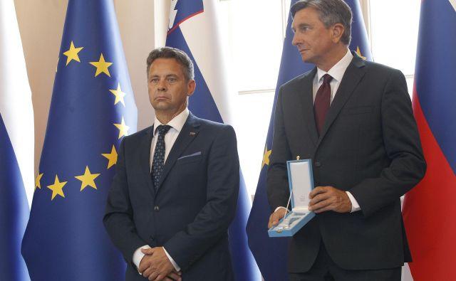 Red za zasluge, ki ga je predsednik Borut Pahor podelil računskemu sodi�ču, je prejel njegov predsednik Tomaž Vesel. Foto Mavric Pivk