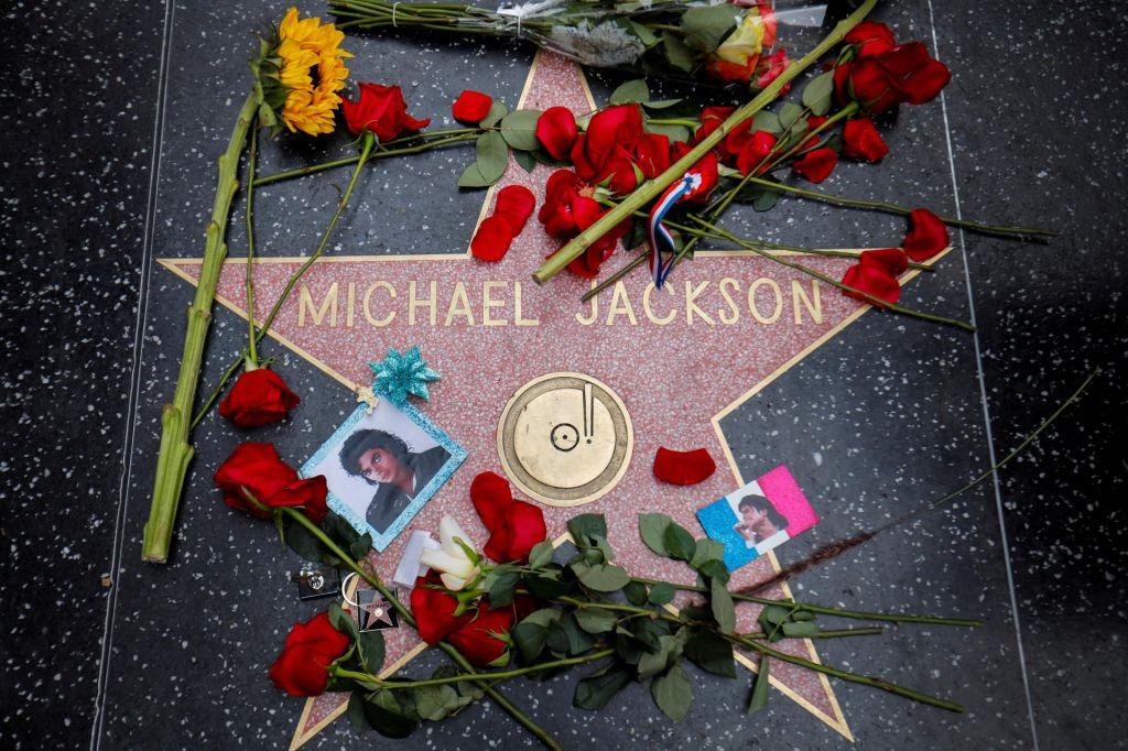 Jacksonovi oboževalci tožijo žrtvi, ki sta o zlorabah spregovorili v dokumentarcu Leaving Neverland