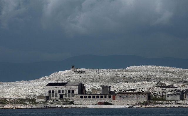 Kamnita gmota sredi Kvarnerskega zaliva. FOTO: Jože Suhadolnik/Delo