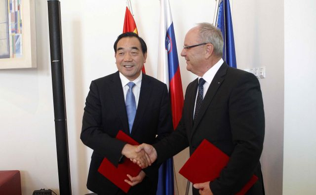 Zhou Tiegen je prepričan, da bo sodelovanje med mestoma okrepilo prijateljstvo med Kitajsko in Slovenijo. FOTO: Mavric Pivk/Delo