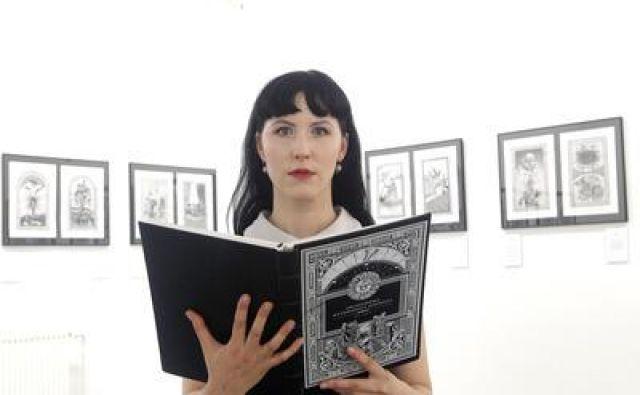 Maja Poljanc, avtorica prve Mitološke slovenske enciklopedije razstavlja v Vodnikovi domačiji. Foto Mavric Pivk