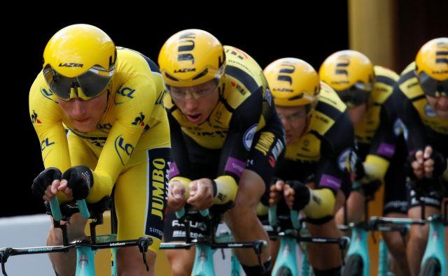 Mike Teunissen bo vsaj še en dan nosil rumeno majico. FOTO: Reuters