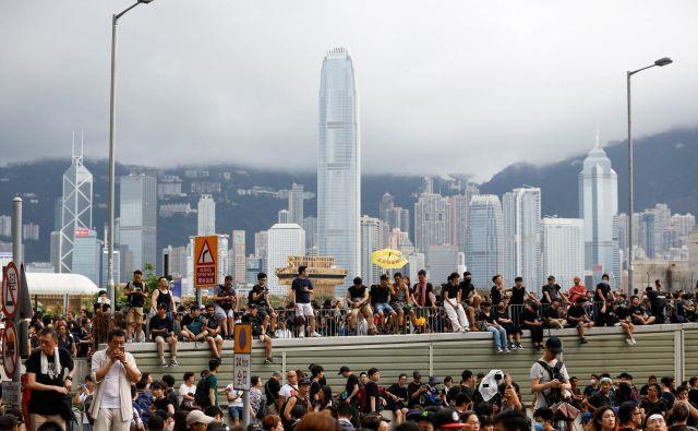 Hongkonški protestniki so s tokratnimi demonstracijami nagovarjali predvsem obiskovalce s celinske Kitajske. FOTO: Reuters