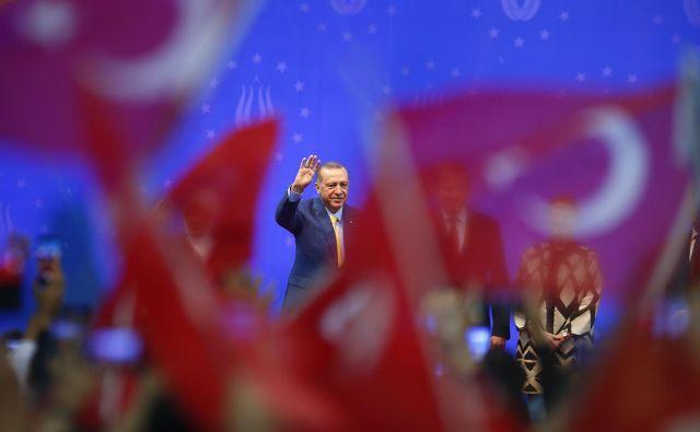 Po oceni analitikov je prihod Erdoğana v Sarajevo pozitiven, glede na gospodarsko moč Turčije in njen pomen za regijo. FOTO: Dado Ruvič/Reuters