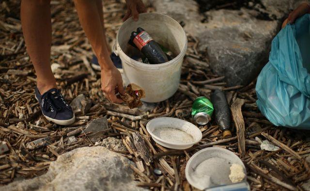 S pobudo hočejo doseči prepoved vse plastične embalaže in plastenk v Evropi do leta 2027. FOTO: Jure Eržen/Delo