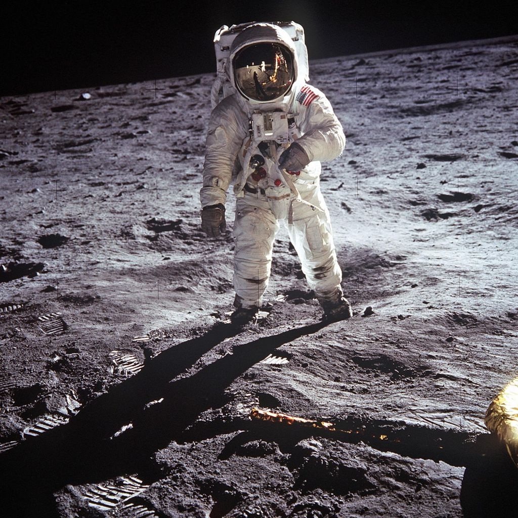 TV namig: Spopad za Luno: Projekt Mercury