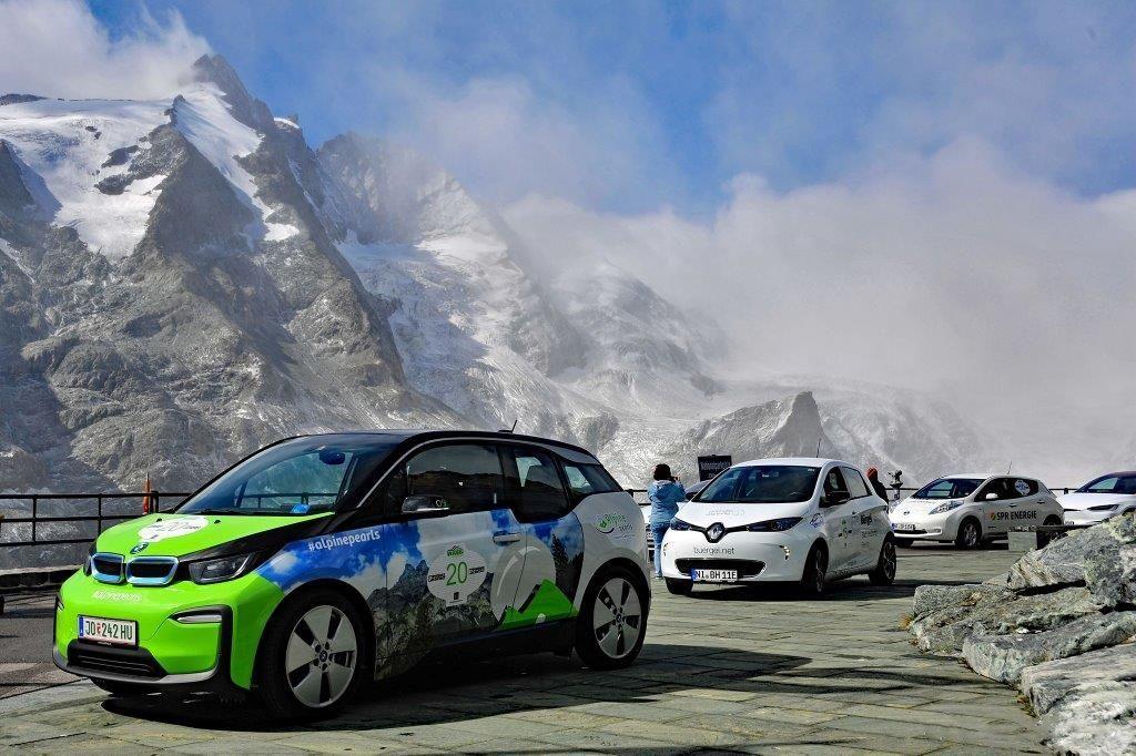 Karavana e-vozil bo alpsko pot končala na Bledu