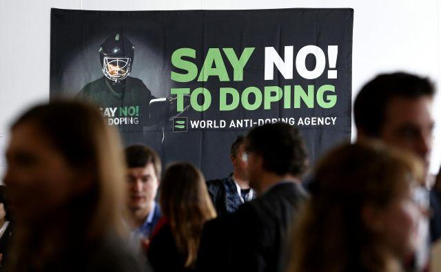 Doping je v moderni družbi razširjen tudi med številnimi popolnimi amaterji, ki si hočejo čez noč izklesati telo za vaške maratone in razkazovanje mišic na plaži. Foto Reuters