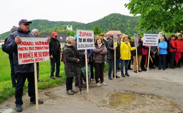 Civilna iniciativa je maja zahtevala tudi odgovornost zgornjesavinjskih županov za nastalo situacijo. FOTO: Brane Piano/Delo