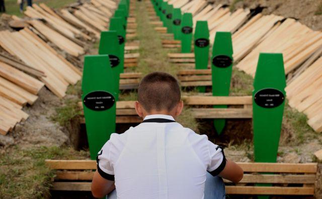 V Srebrenici še vedno pokopavajo žrtve srbskega genocida. FOTO: Jure Eržen
