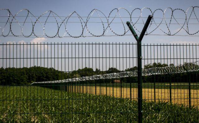 Tako je ograja postavljena pri Razkrižju. FOTO: Voranc Vogel/Delo