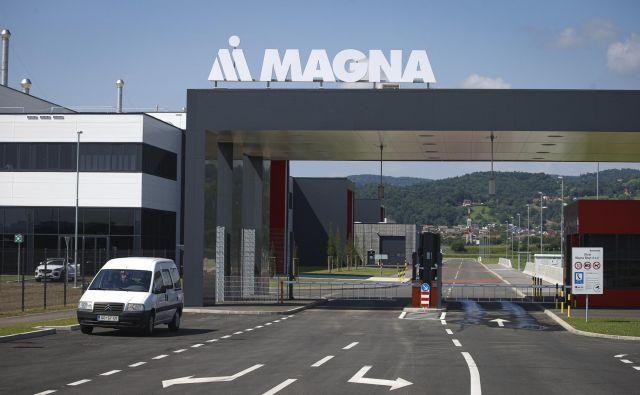 S skoraj 150 milijonov evrov vredno prvo fazo naložbe naj bi Magna v skladu s pogodbo do leta 2022 zaposlila nekaj več kot 400 ljudi. FOTO: Jože Suhadolnik/Delo