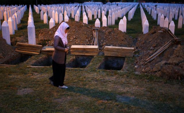 Da se je v Srebrenici zgodil genocid, so potrdile številne sodbe mednarodnih in regionalnih sodišč, tudi sodba Meddržavnega sodišča v Haagu. FOTO: Tomi Lombar/Delo