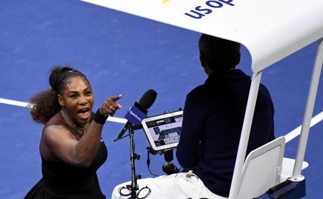Nesoglasje s sodnikom Carlosom Ramosom v lanskem finalu OP ZDA še vedno odmeva v glavi Serene Williams. FOTO: USA Today Sports