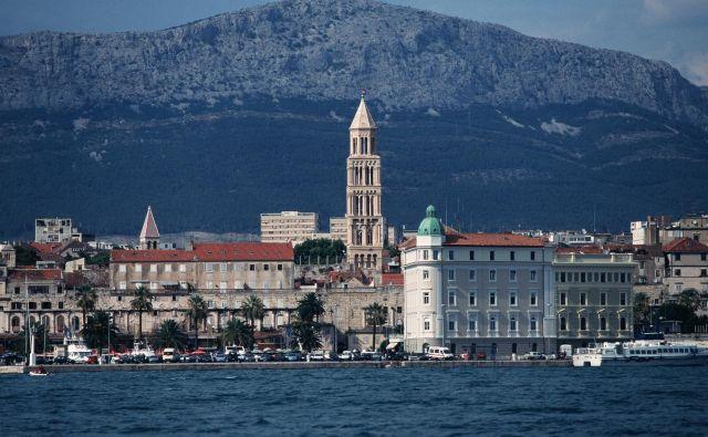 Obvozov, predvsem to velja za pot od Trogirja do Splita, ni, piše Slobodna Dalmacija. FOTO: Aleš Černivec/Delo