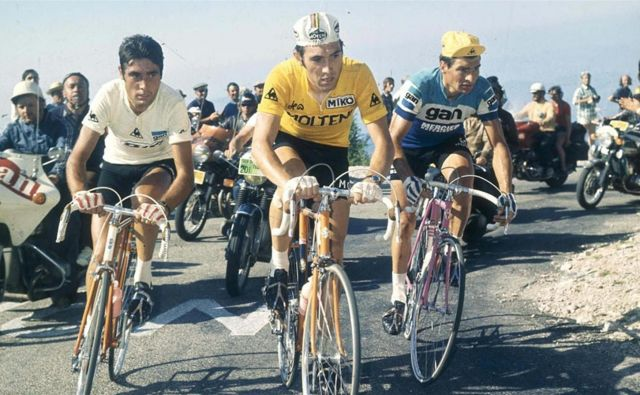 Eddy Merckx (v sredini) je 97 dni nosil rumeno majico vodilnega na Touru, na katerem je slavil pet zmag. FOTO: arhiv Toura