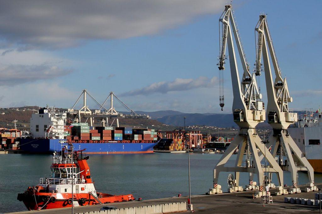 Kontejnerji in nafta rešujejo Luko Koper
