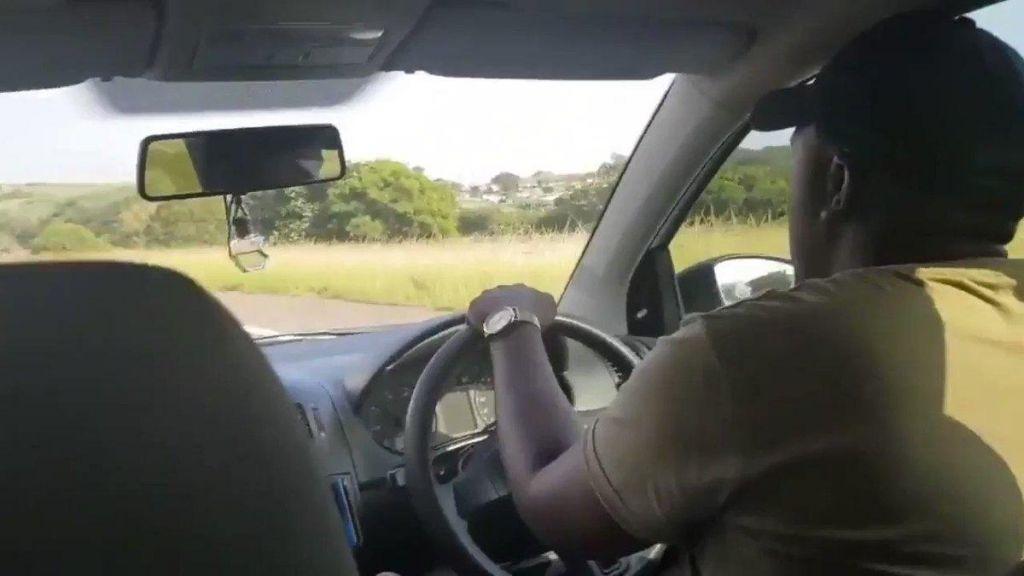 FOTO:Šofer, ki se je s petjem pripeljal do opere (VIDEO)
