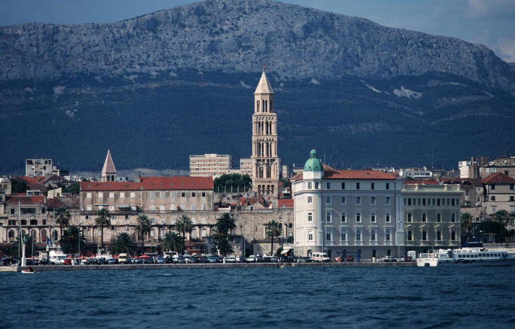 V Splitu znova prometni kolaps, kolone od Trogirja do Makarske