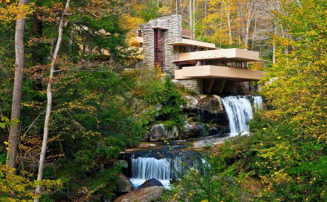 Na Unescov seznam svetovne dediščine so uvrstili kar osem del znamenitega ameriškega arhitekta Franka Lloyda Wrigta, med njimi najbolj znano hišo Fallingwater. FOTO: Wikipedija