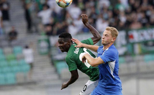 V 82. minuti je za Olimpijo izenačil Eric Boakye (na fotografiji levo), a tudi drugi zadetek za Ljubljančane, ki ga je dal Luka Menalo, je bil premalo, gostje so bili boljši. Fotografiji Mavric Pivk