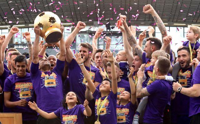 Mariborčani so takole proslavili letošnji naslov prvaka in so favoriti za reprizo tudi v novi sezoni. FOTO: Tadej Regent