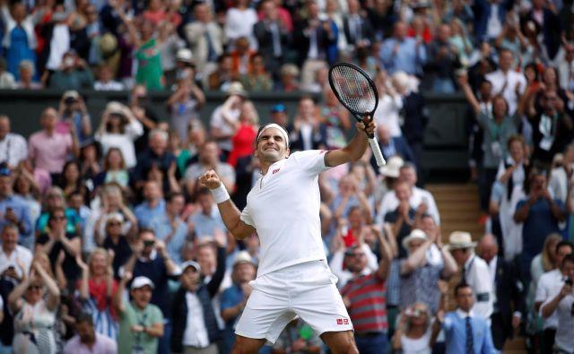 Roger Federer, ki bo čez slab mesec dni dopolnil 38 let, se je že dvanajstič prebil v finale Wimbledona. FOTO: Reuters
