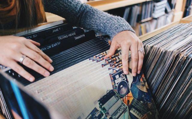 Leta 2018 je s prodajo glasbe zabeležila 9,8 milijarde dolarjev prihodkov, kar je 17 odstotkov več kot leta 2017, delež pa se je povečal tudi na račun prodaje vinilnih plošč. Foto: Pixabay Foto Pixabay