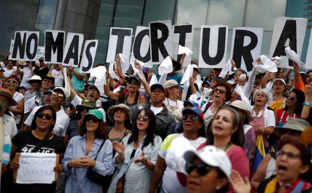 Večina ljudi zahteva konec krize. FOTO: Reuters
