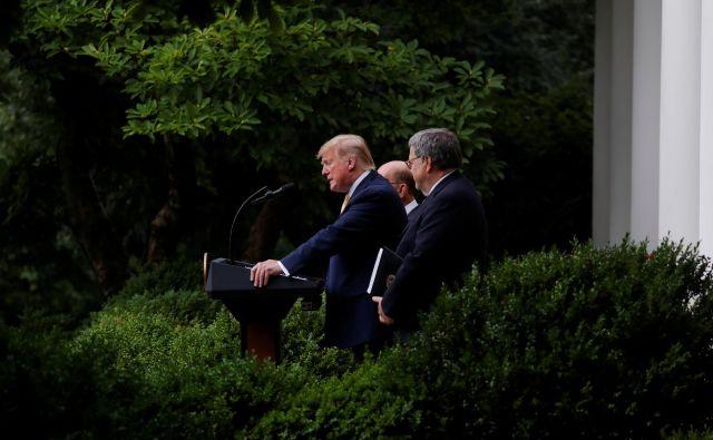 Predsednik Trump, minister za trgovino Wilbur Ross in pravosodni minister William Barr so si prizadevali, da bi popis vključeval vprašanje o državljanstvu. FOTO: Reuters
