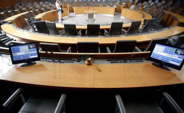 Koalicija bo sprejela končno odločitev, a povišanje plač funkcionarjev bi lahko spodbudilo apetite celotnega javnega sektorja, opozarja minister Rudi Medved. FOTO Jože Suhadolnik