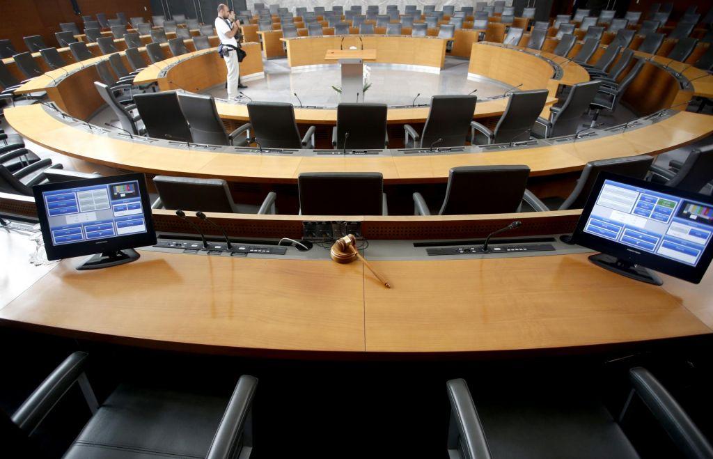 FOTO:Kdo lobira za višje plače funkcionarjev