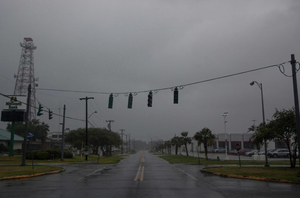 Tropska nevihta Barry se je okrepila v orkan prve stopnje