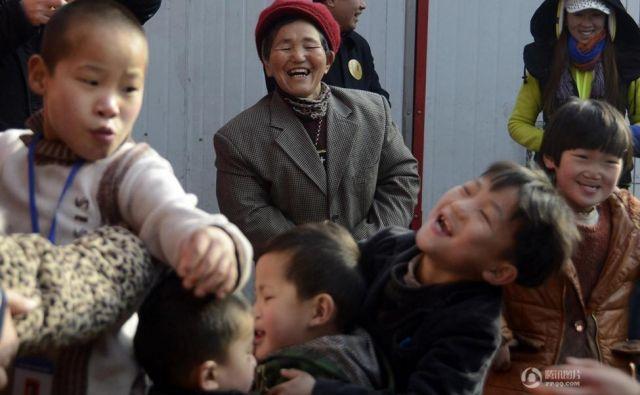 Kar 45 otrok sta pod svojo streho sprejela dobra zakonca. Foto Shanghailist
