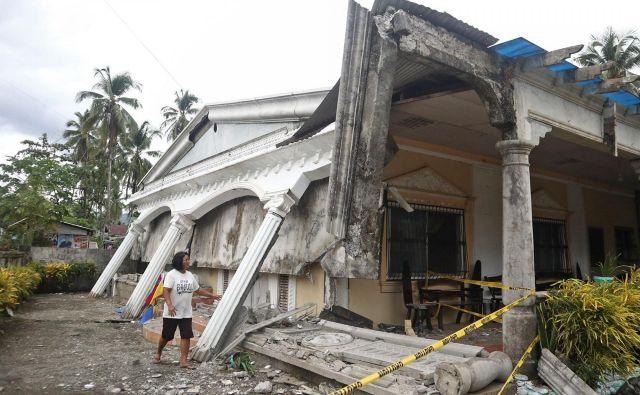 Nekaj šibkejši potres je že včeraj prestrašil prebivalce otoka Mindanao na jugu Filipinov. FOTO: Erwin Mascarinas/AFP