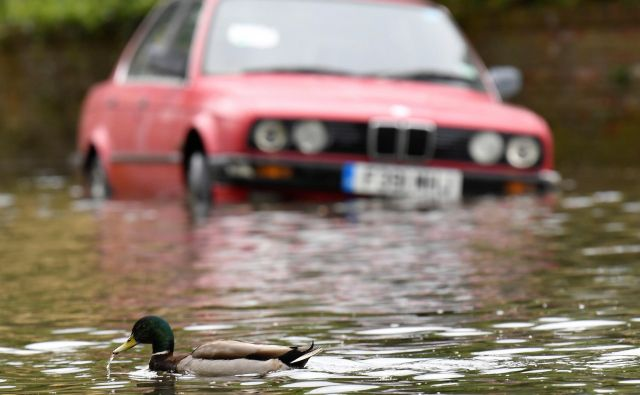 Neurje lahko povzroči lastnikom avtomobilov precejšnje težave. FOTO: Reuters