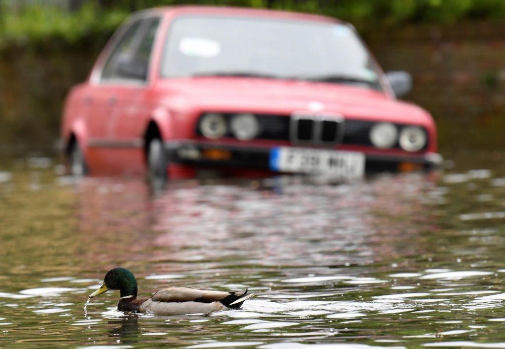 FOTO:Kako ravnati, ko avtomobil zalije voda?