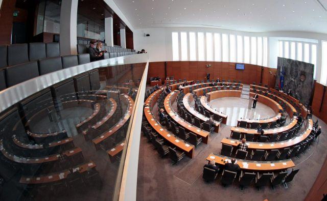 Poslanci bodo počitnice prekinili z izredno sejo, na kateri bodo po vetu državnega sveta vnovič odločali o financiranju zasebnega šolstva. FOTO: Matej Družnik/Delo