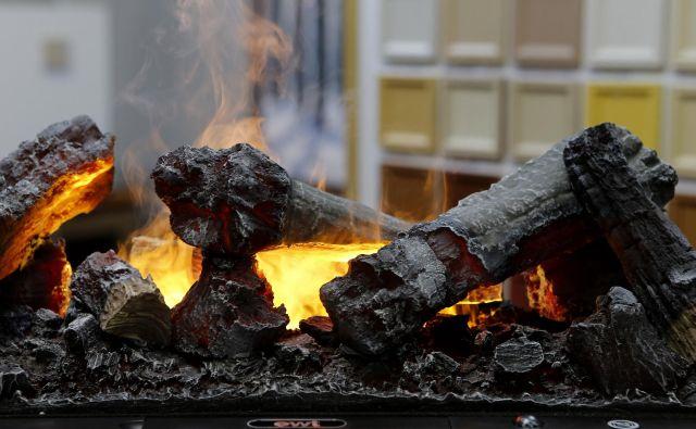 Kurjenje biomase je eden glavnih virov delcev. FOTO: Blaž Samec/Delo