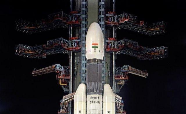 Indijska raketa GSLV Mk-III. Zaradi tehničnih težav je niso izstrelili. FOTO: Isro