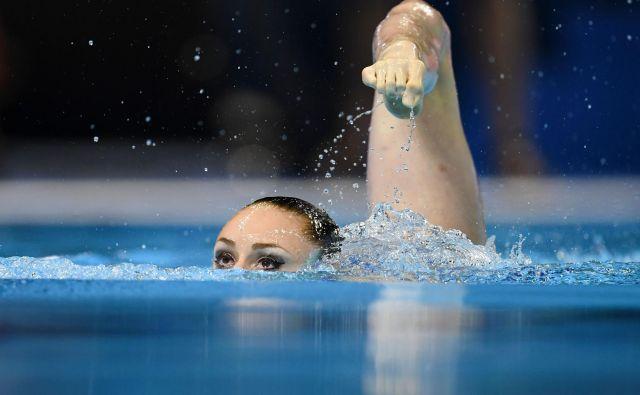 V južnokorejskem mestu Gwangju poteka 18. FINA svetovno prvenstvo v sinhronem plavanju. Posamični umetniški nastop Francozinje Eve Planeix. FOTO: Ed Jones/AFP