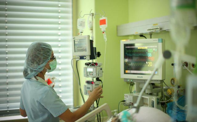 Zastoj srca in posledična koma sta bila po trditvah sorodnikov posledica napake pri zdravljenju. Fotografija je simbolična. FOTO: Jure Eržen/Delo