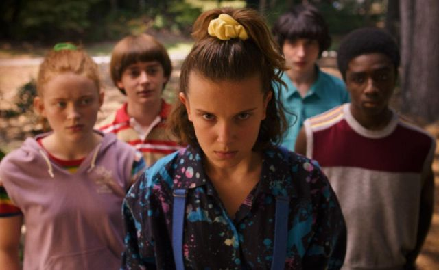 Ob dogodivščinah mladostnikov se bomo spominjali <em>Gunijev</em>, <em>Willowa</em> in <em>E.T. vesoljčka</em>, pa tudi <em>Osmega potnika</em>, <em>Muhe</em> in <em>Stvora</em>. FOTO: Netflix
