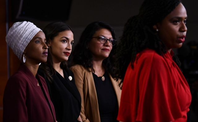 Demokratske kongresnice Ayanna Pressley, Ilhan Abdullahi Omar, Rashida Tlaib in Alexandria Ocasio-Cortez. FOTO: Brendan Smialowski/AFP