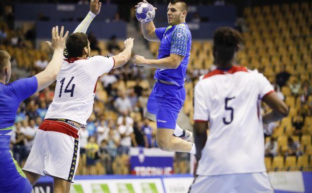 Grega Ocvirk (z žogo) je za Slovenijo dosegel osem golov. FOTO: Uroš Hočevar/Delo