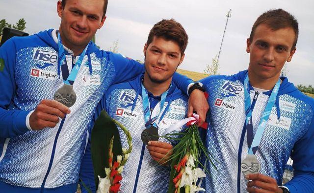 Kajakaši Niko Testen, Žan Jakše in Vid Kuder Marušič so v konkurenci do 23 let osvojili naslov svetovnih podprvakov. FOTO: Tanja Hočevar